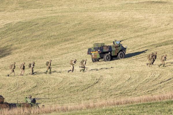 Militærøvelse på dyrket mark